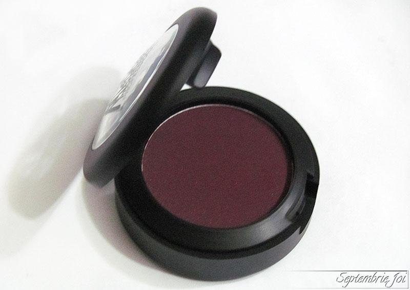 melkior-cake-eyeliner-prune