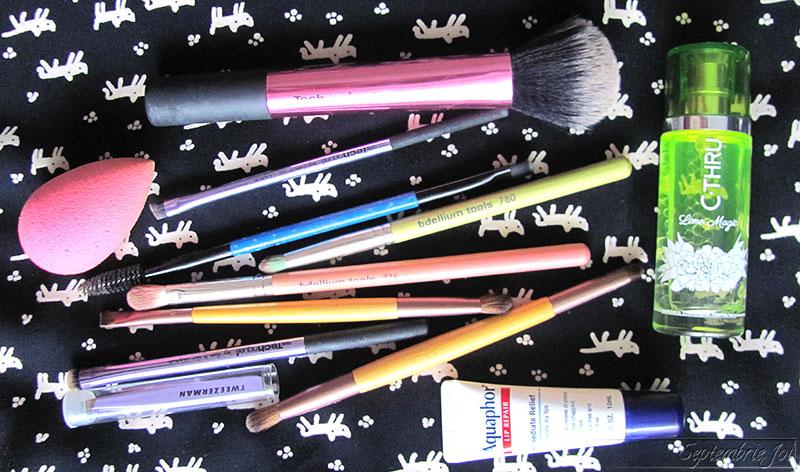 produse-cosmetice-pentru-vacanta-pensule-machiaj
